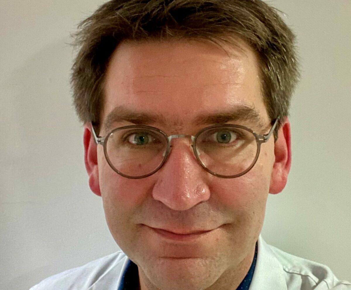Docteur Nicolas Laine, angiologue, est spécialiste de la médecine vasculaire ; c'est-à-dire de l'ensemble des vaisseaux sanguins et lymphatiques.