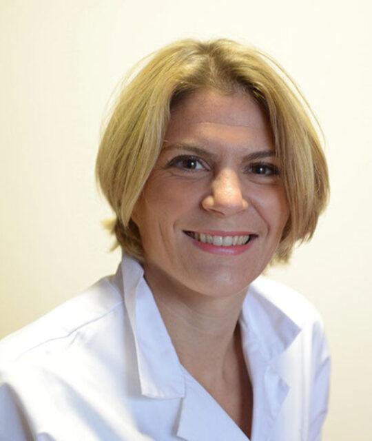 Docteur Astrid De Lavernhe, cardiologue, est spécialiste du cœur et de ses pathologies ainsi que des problèmes vasculaires.