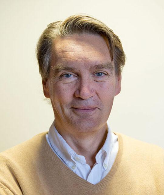 Docteur Henri Kugener, cardiologue, est spécialiste du cœur et de ses pathologies ainsi que des problèmes vasculaires.